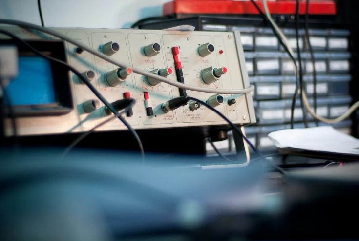 un oscilloscope